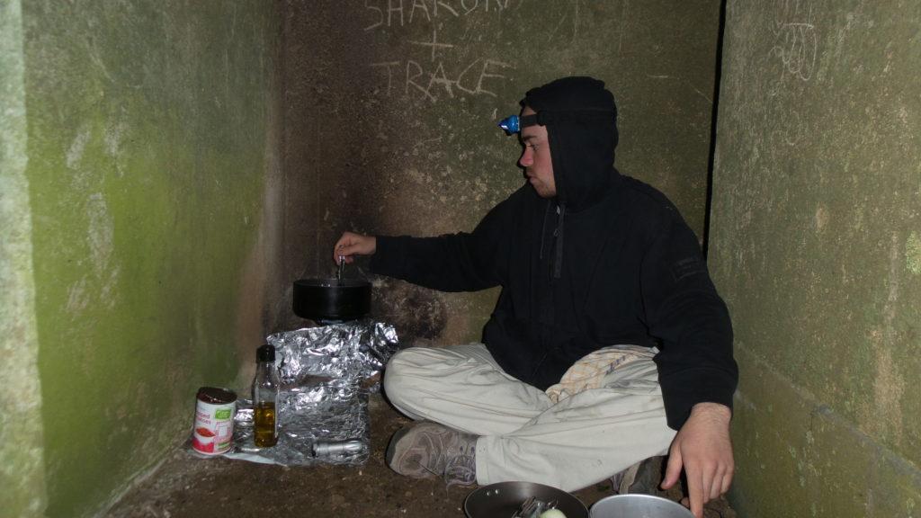 cocinando en un refugio